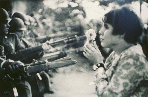 Manifestation pour la paix au viet nam en 67 au USA.